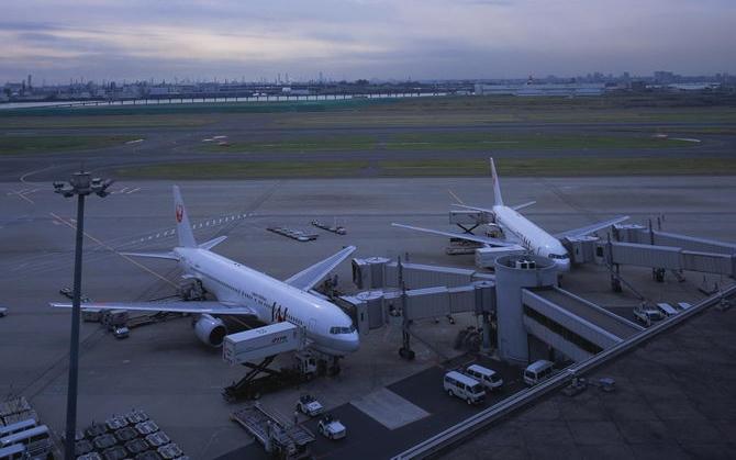 1960年由民航陕西省局筹建汉中航空站,1974年11月2日开辟西安至汉中航