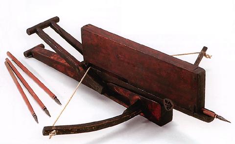 诸葛连弩有以下特点 一是火力很强,一次能发射十支箭.