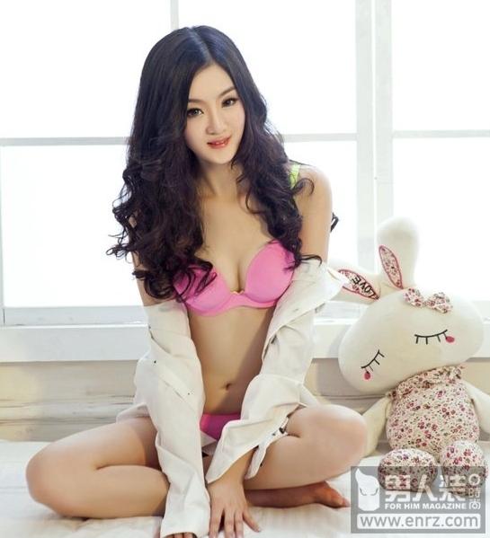 粉色内衣性感美女妖娆私房照