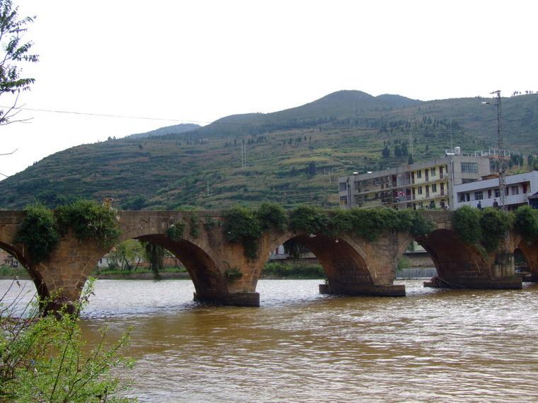车洪江桥,位于沾益县德泽乡人民政府驻地南
