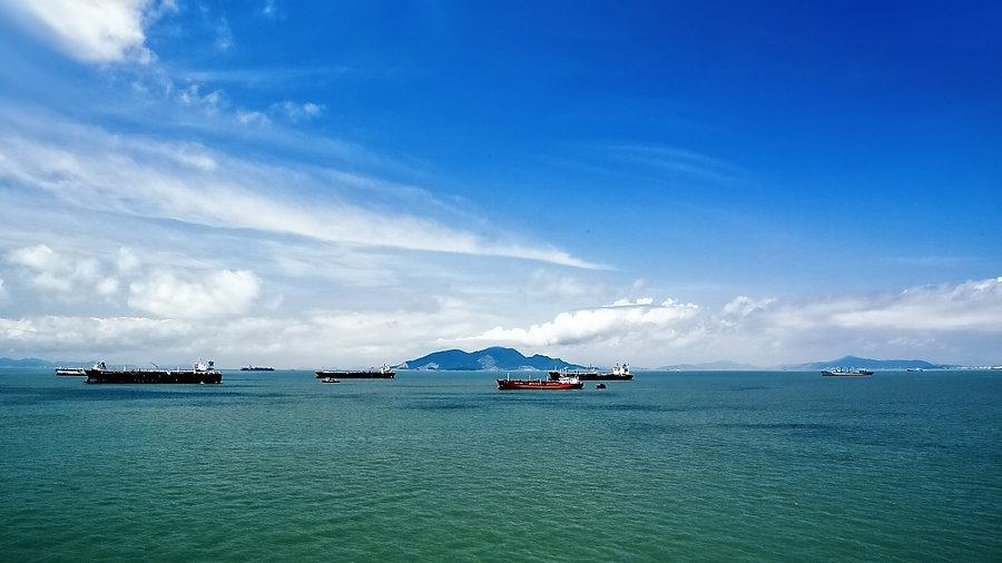 从北京,南京,青岛,上海等地还有到达舟山的飞机航班.