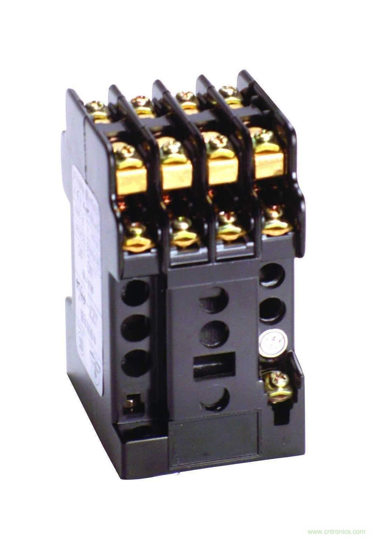 静态导轨中间继电器为继电保护类静态中间继电器的一种,体积较小,适用于35mm轨道安装。使用参数: 额定值 电压额定值:额定电压DC:12V、24V、48V、110V、220V; AC:110V、220V、380V。 动作值:动作电压直流应不大于额定电压70%,交流应不大于额定电压75%; 返回值:返回电压应不小于10%额定电压。 动作时间和返回时间不大于15ms。 功率消耗:在额定电压下不大于5W/5VA。 触点性能 触点断开容量,交流:10A,250V AC;直流10A,28V DC。 触点最大切换