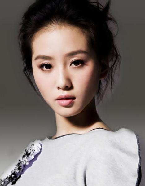 随意走来的刘诗诗,她特有的那种发自自然的纯净