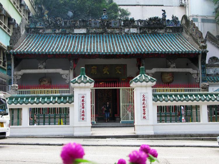 是香港古文物建筑之一,文武庙是港岛历史最悠久的寺庙.