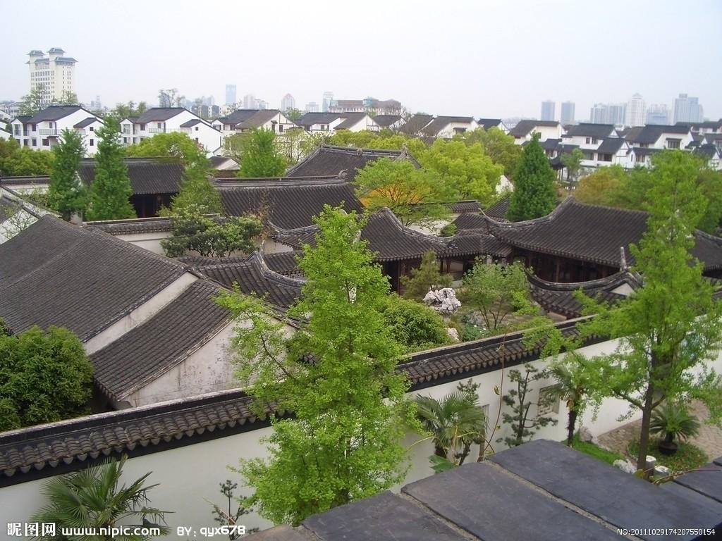 苏州古典园林宅园合一,可赏,可游,可居,这种建筑形态的形成,是在人口密集和缺乏自然风光的城市中,人类依恋自然,追求与自然和谐相处,美化和完善自身居住环境的一种创造。拙政园、留园、网师园、环秀山庄这四座古典园林,建筑类型齐全,保存完整,系统而全面地展示了苏州古典园林建筑的布局、结构、造型、风格、色彩以及装修、家具、陈设等各个方面内容,是明清时期(14~20世纪初)江南民间建筑的代表作品,反映了这一时期中国江南地区高度的居住文明,曾影响到整个江南城市的建筑格调,带动民间建筑的设计、构思、布局、审美以及施工技术