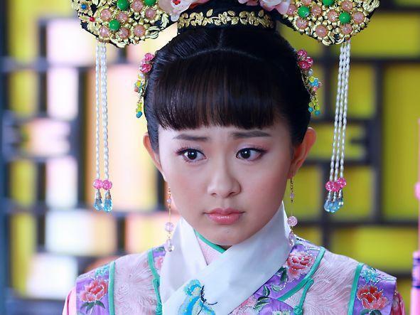赵丽颖与孙耀琦的渊源纠葛要从《新还珠格格》说起,剧中她饰演金锁